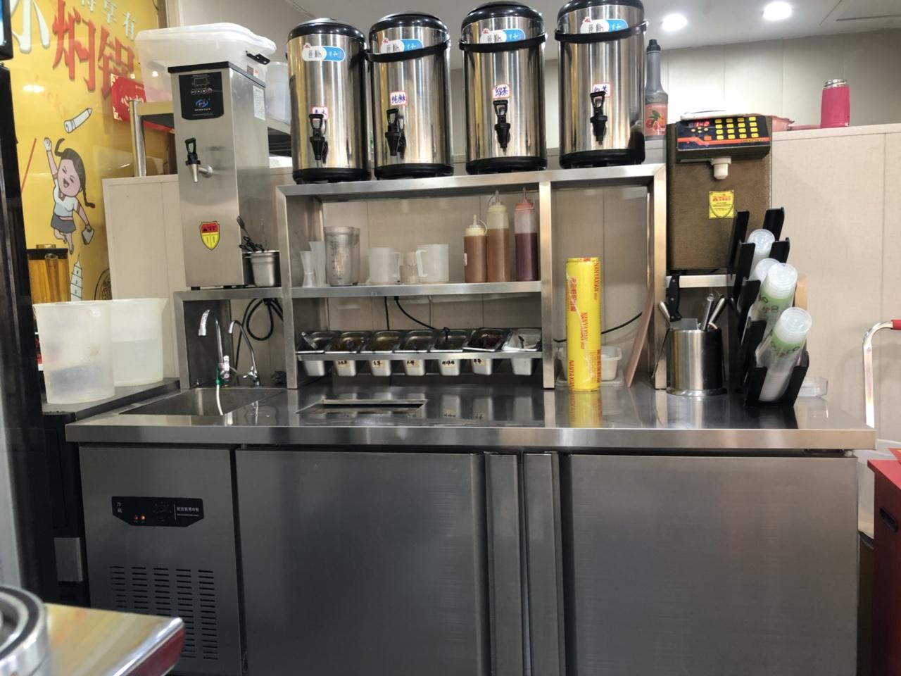 95新全套奶茶设备,冰箱2个,商用3米*1.2米油烟机,现低价