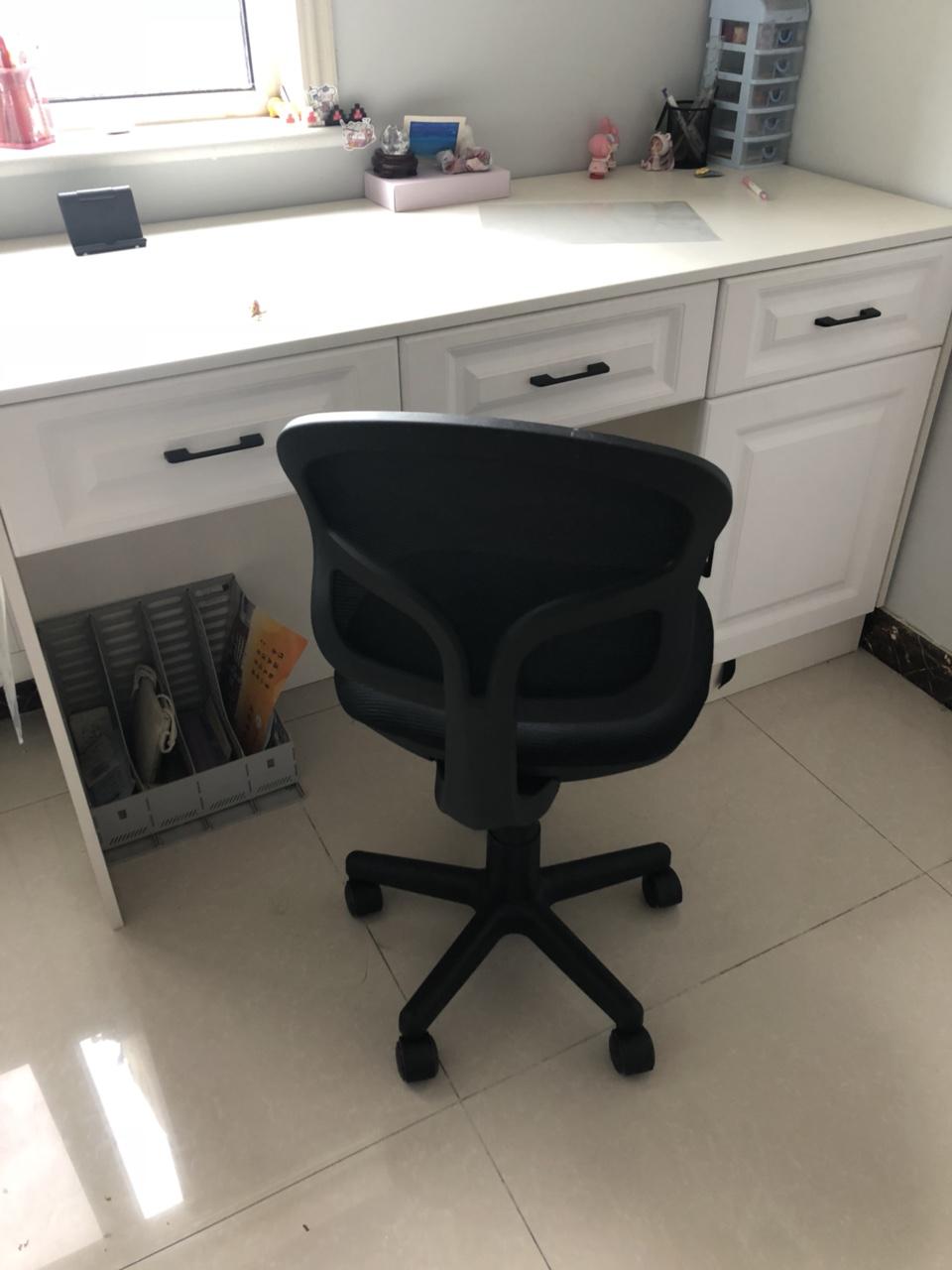 在济南新买的椅子没几天,孩子相不中颜色款式,没有时间去调换,想卖它。低价100块钱卖。可升降,高低可...