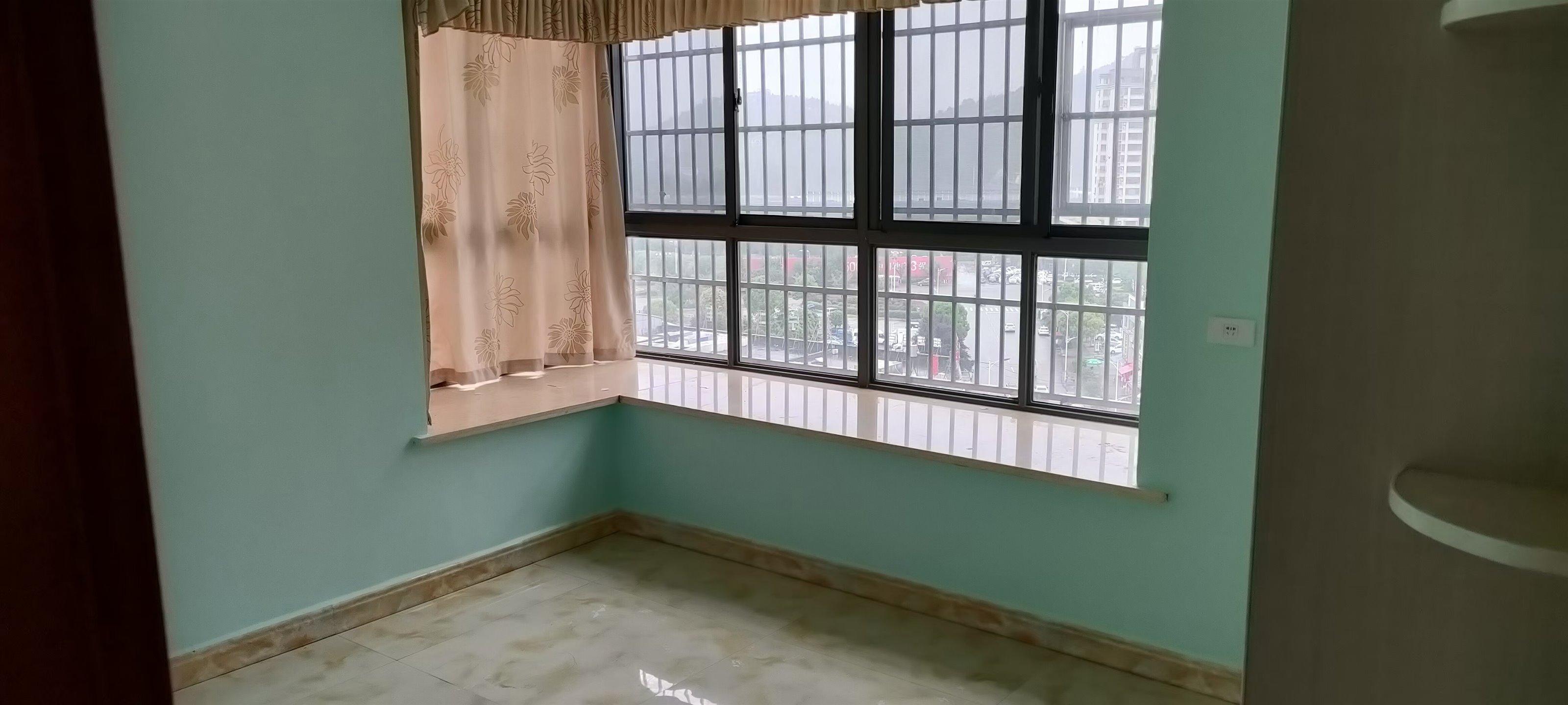中央首府 3室2厅精装 78.5万元